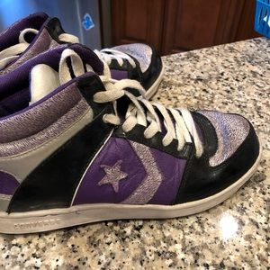 Converse unisex  fashion sneakers size 9